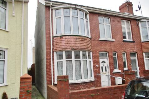 Wellfield Avenue, Porthcawl, South Glamorgan, Bridgend (County of), CF36. 3 bedroom end of terrace house