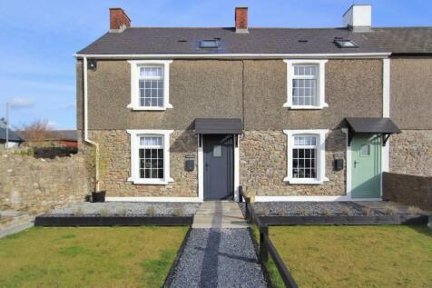 Newton Nottage Road, Porthcawl, South Glamorgan, Bridgend (County of), CF36. 2 bedroom cottage