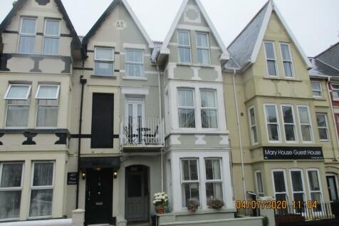 Mary Street, Porthcawl, South Glamorgan, Bridgend (County of), CF36. 2 bedroom apartment