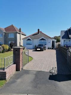 West Road, Porthcawl, South Glamorgan, Bridgend (County of), CF36. 3 bedroom detached bungalow