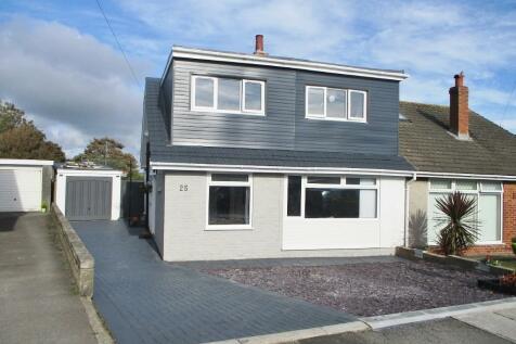 25 Summerfield Drive, Porthcawl, South Glamorgan, Bridgend (County of), CF36. 5 bedroom semi-detached house