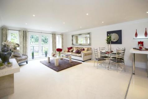 Portsmouth Road, Esher. 3 bedroom penthouse