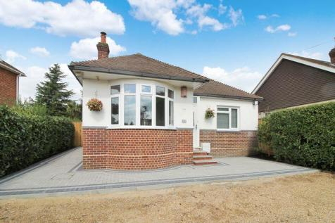 Brook Lane, Sarisbury Green. 2 bedroom bungalow