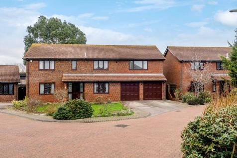 Canterbury Close, Lee-On-The-Solent. 5 bedroom detached house