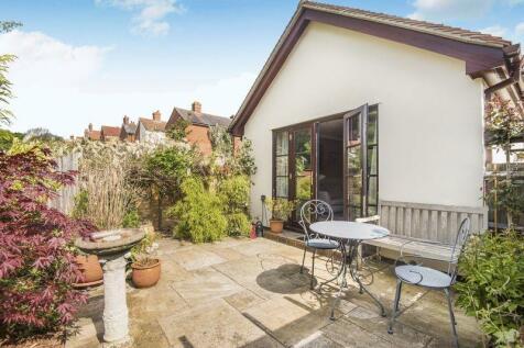 Southampton Hill, Titchfield Village. 2 bedroom bungalow