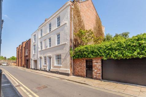 Within The City Walls. 4 bedroom town house