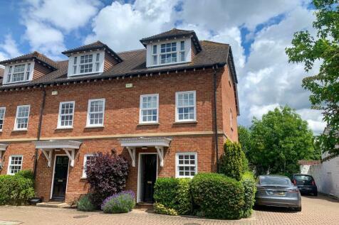 Wedgewood Place, Cobham. 3 bedroom semi-detached house