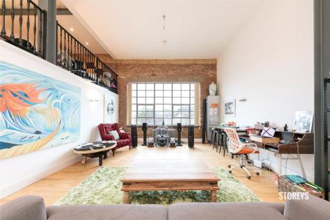 Shepherdess Place, Shoreditch, London, N1. 2 bedroom duplex