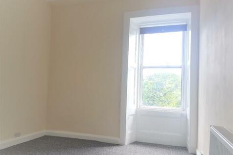 Montague Street, Edinburgh, EH8. 2 bedroom flat