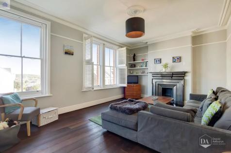Dashwood Road, Crouch End N8. 4 bedroom apartment for sale