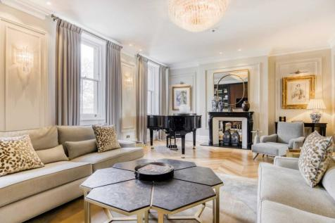 Ennismore Gardens, Knightsbridge SW7. 4 bedroom apartment