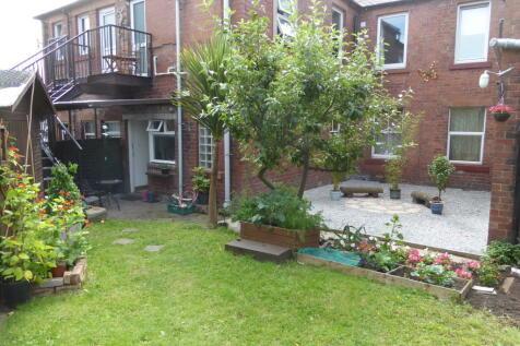 Annan Road, Dumfries, DG1. 2 bedroom flat