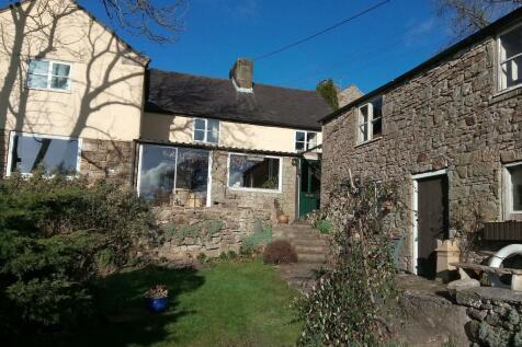 Allt-y-Pentref, Gwynfryn, LL11. 4 bedroom detached house