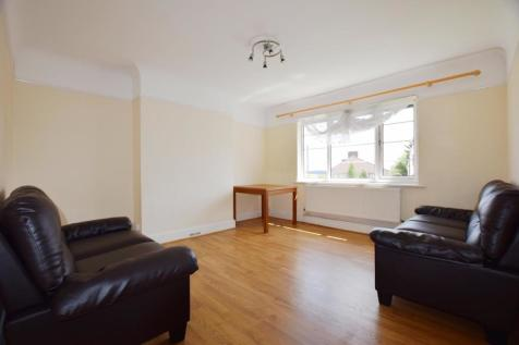 Bellamy Court, Stanmore, HA7 2DF. 2 bedroom flat