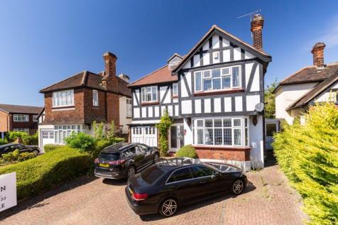 Monkhams Drive, Woodford Green. 6 bedroom detached house