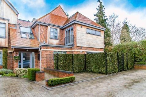 Manor Road, Chigwell. 2 bedroom apartment