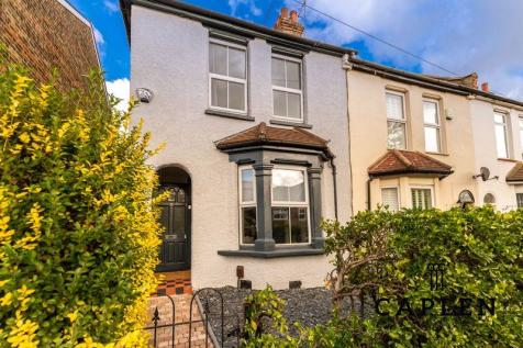 Lower Queens Road, Buckhurst Hill. 4 bedroom terraced house