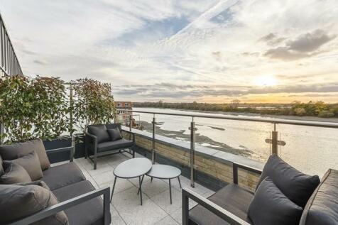 Oxbridge Terrace W6. 3 bedroom house for sale