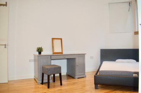 Earlsfield Road, London, SW18. 1 bedroom flat share