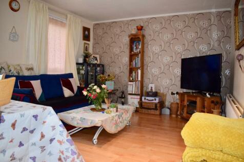 Moyser Road, London, SW16. 3 bedroom maisonette