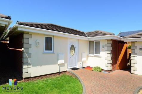 Highview Gardens, Parkstone, Poole BH12. 2 bedroom bungalow