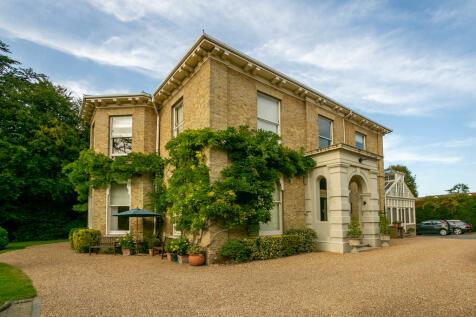 Epsom Road, Guildford. 3 bedroom apartment for sale