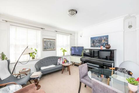Brompton Road, Knightsbridge, London, SW3. 2 bedroom flat