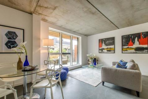 Christina Street, Shoreditch, London, EC2A. 3 bedroom flat
