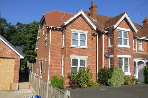 York Road, Broadstone. 3 bedroom end of terrace house