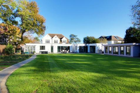 First Avenue, Charmandean, Worthing, West Sussex, BN14. 6 bedroom detached house for sale