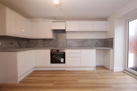 Ardsheal Road, BN14. 2 bedroom flat