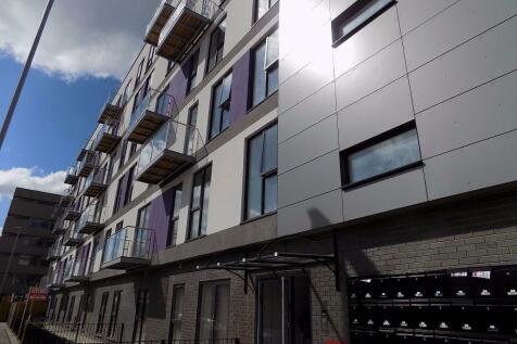 Swingate, Stevenage, Hertfordshire, SG1. 2 bedroom flat
