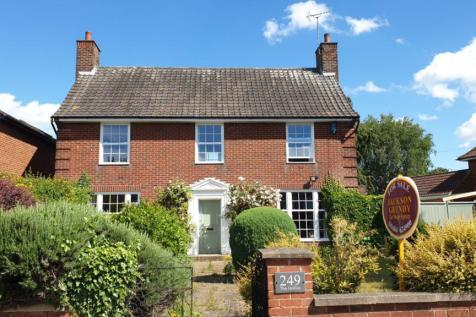 Billing Road, Abington, Northampton NN1 5RX. 3 bedroom detached house