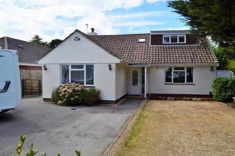 North Shore Road, Hayling Island. 4 bedroom chalet for sale