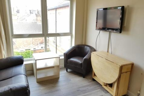 Carholme Road, Lincoln, Lincolnshire, LN1. 3 bedroom apartment