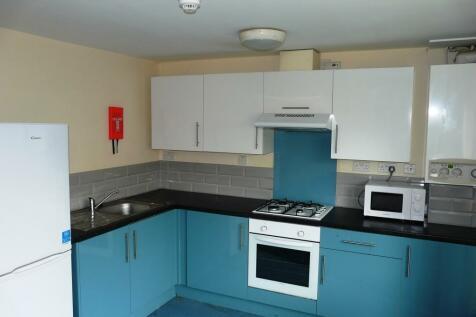 Carholme Road, Lincoln, Lincolnshire, LN1. 4 bedroom apartment