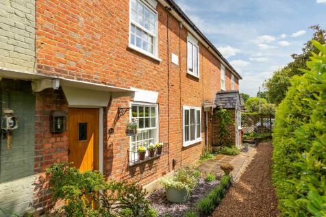 Weybridge, Surrey, KT13. 2 bedroom terraced house