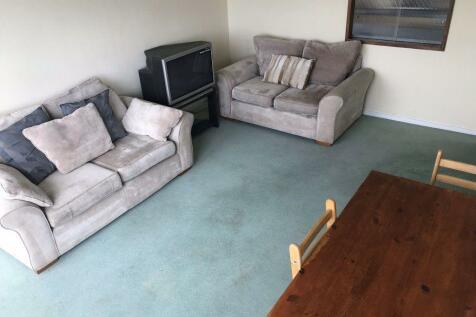 46 Warwick Crest, B15 2LH. 2 bedroom flat