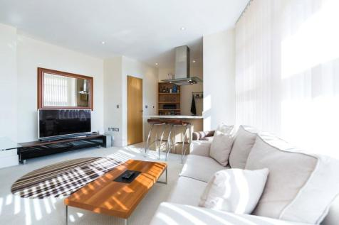 Commodore House, Battersea Reach, SW18. 1 bedroom flat