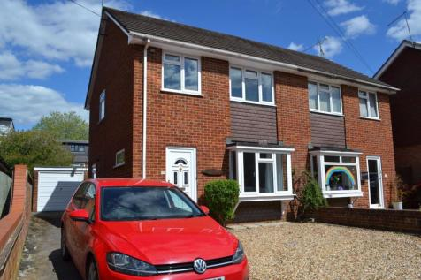 St Georges Road, Farnham, GU9 8NA. 3 bedroom semi-detached house