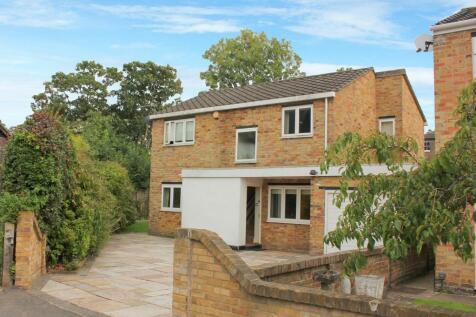 Riverside Close, Kingston upon Thames, KT1. 3 bedroom detached house
