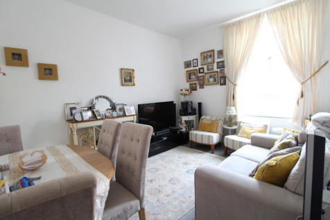 Brunswick Road, Kingston upon Thames, Surrey, KT2. 1 bedroom flat