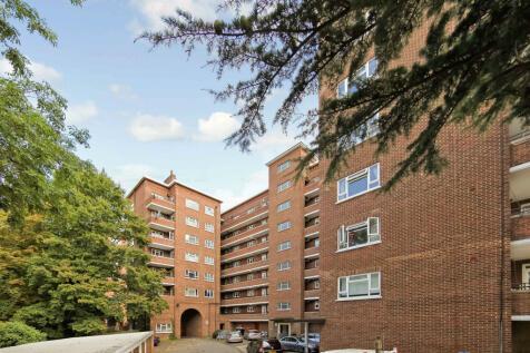Cumberland House, Kingston Hill, Kingston upon Thames, Surrey, KT2. 3 bedroom apartment