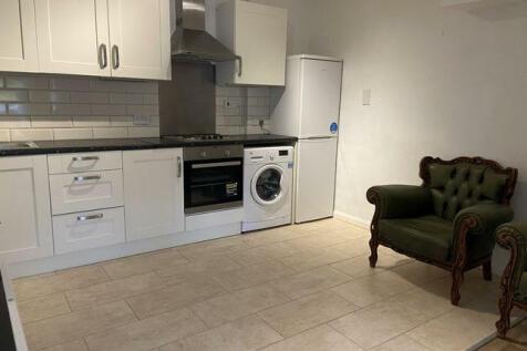 Elm Court, 20 Bromley Road, London, SE6. 2 bedroom flat