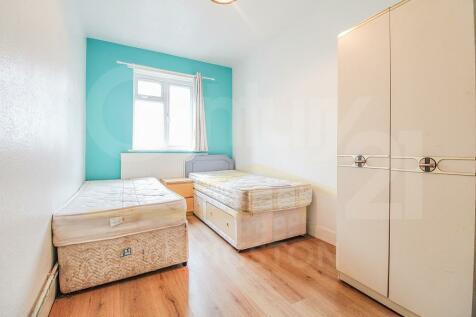 Surbiton Road, Kingston upon Thames, Surrey, KT1. 3 bedroom apartment