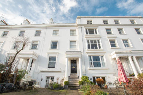 River Terrace, Henley-on-Thames. 2 bedroom apartment