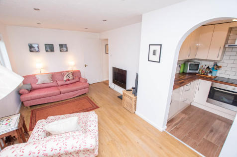 Tilebarn Close, Henley-on-Thames. 2 bedroom apartment