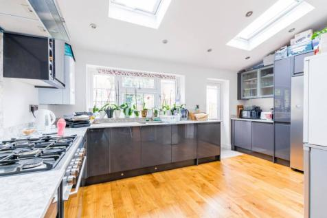 South Park Crescent, Ilford, IG1. 5 bedroom terraced house