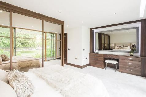 Centurion Court, South Woodford, E18. 2 bedroom apartment for sale