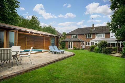 Bloomfield Road, Harpenden, Hertfordshire. 5 bedroom detached house